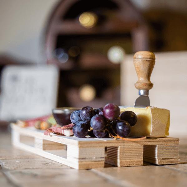 legno-frutta-formaggio-aperitivo-tagliere-vino (1)